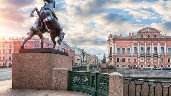 Путинизм вызывает психические отклонения – в Питере напали на скелеты животных