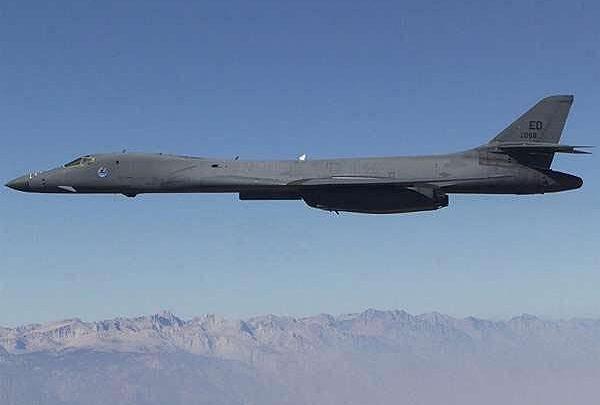 Вперше бомбардувальник B-1 приземляється в Польщі