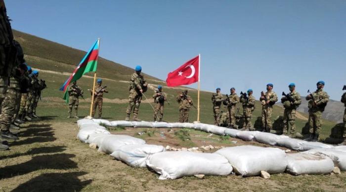 Азербайджан и Турция проводят совместные учения