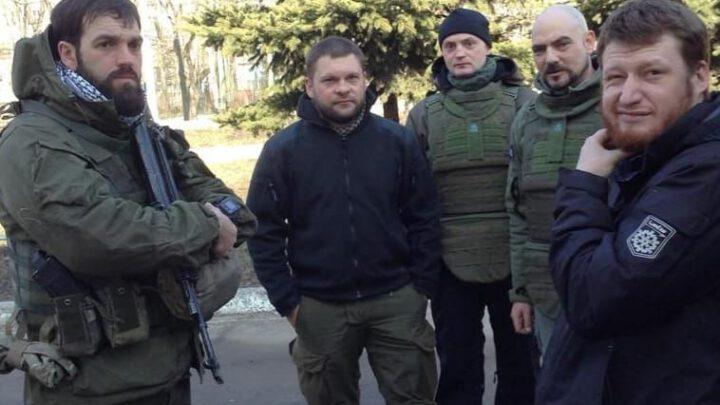 И мальчики кровавые слетелись на Донбасс