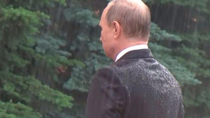 В одиночестве с Победой. Почему Путин не приглашает гостей на парад 9 Мая