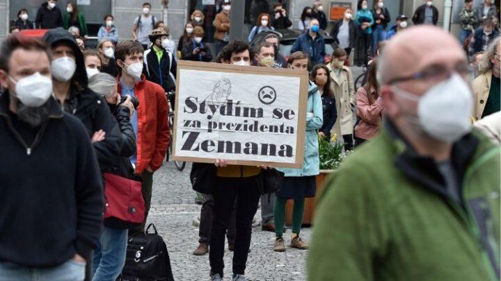 По Чехии прокатились протесты против «изменника» Земана