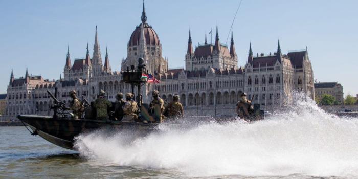 Морские котики США учатся сражаться в «стратегической близости» к России.