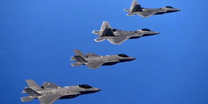 Истребители 5-го поколения будут «критически важными» в войне. F-35 и F-22 и лучшие самолеты России и Китая