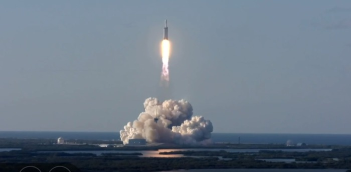 К ледяной луне Юпитера: ракета SpaceX Falcon Heavy запустит миссию НАСА Europa Clipper