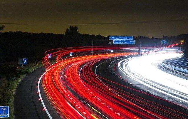 Исследователи тестируют бетон, который может заряжать электромобили во время вождения
