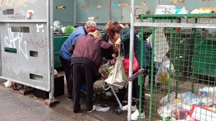 В Санкт-Петербурге пенсионеры подрались на мусорке за просрочку