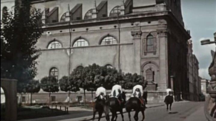 Здобувши Львів радянська влада захопила безліч предметів сакрального характеру