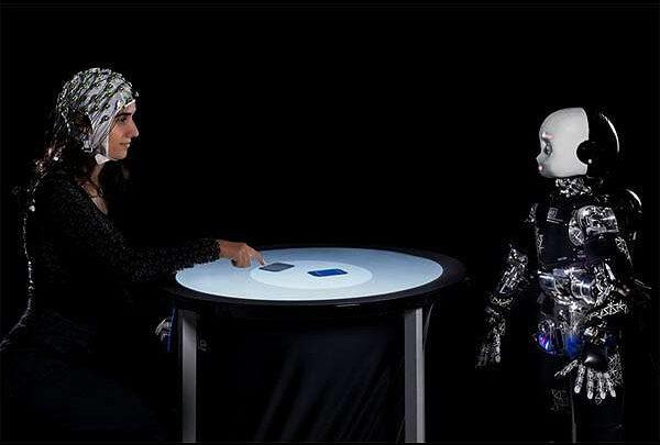 Гуманоидные роботы при взаимодействии привлекают внимание людей