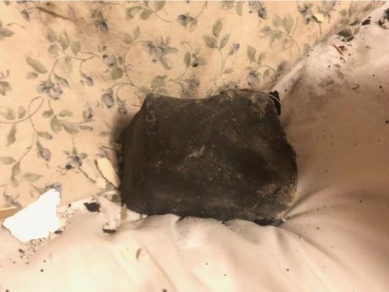 Метеорит упал в постели женщины в Канаде