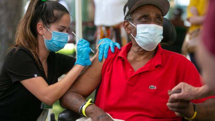 Насколько меньше риск заражения COVID-19, если вы вакцинированы?